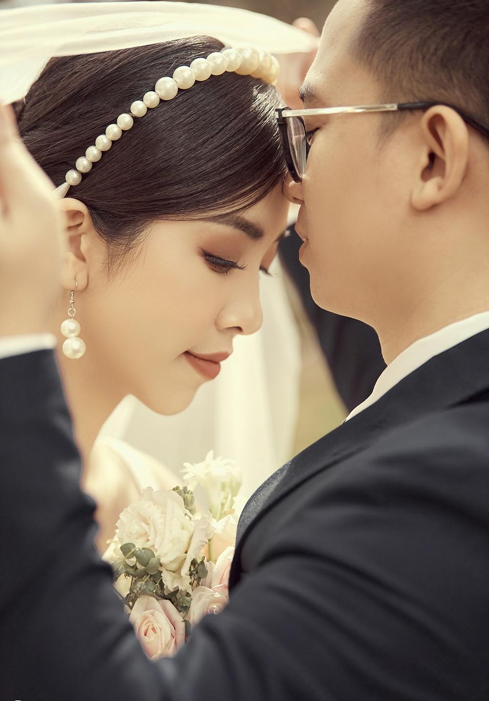 Á hậu Thúy An tiếp tục tung ảnh cưới 'tình bể bình' ở Đà Lạt trước thềm hôn lễ ảnh 13