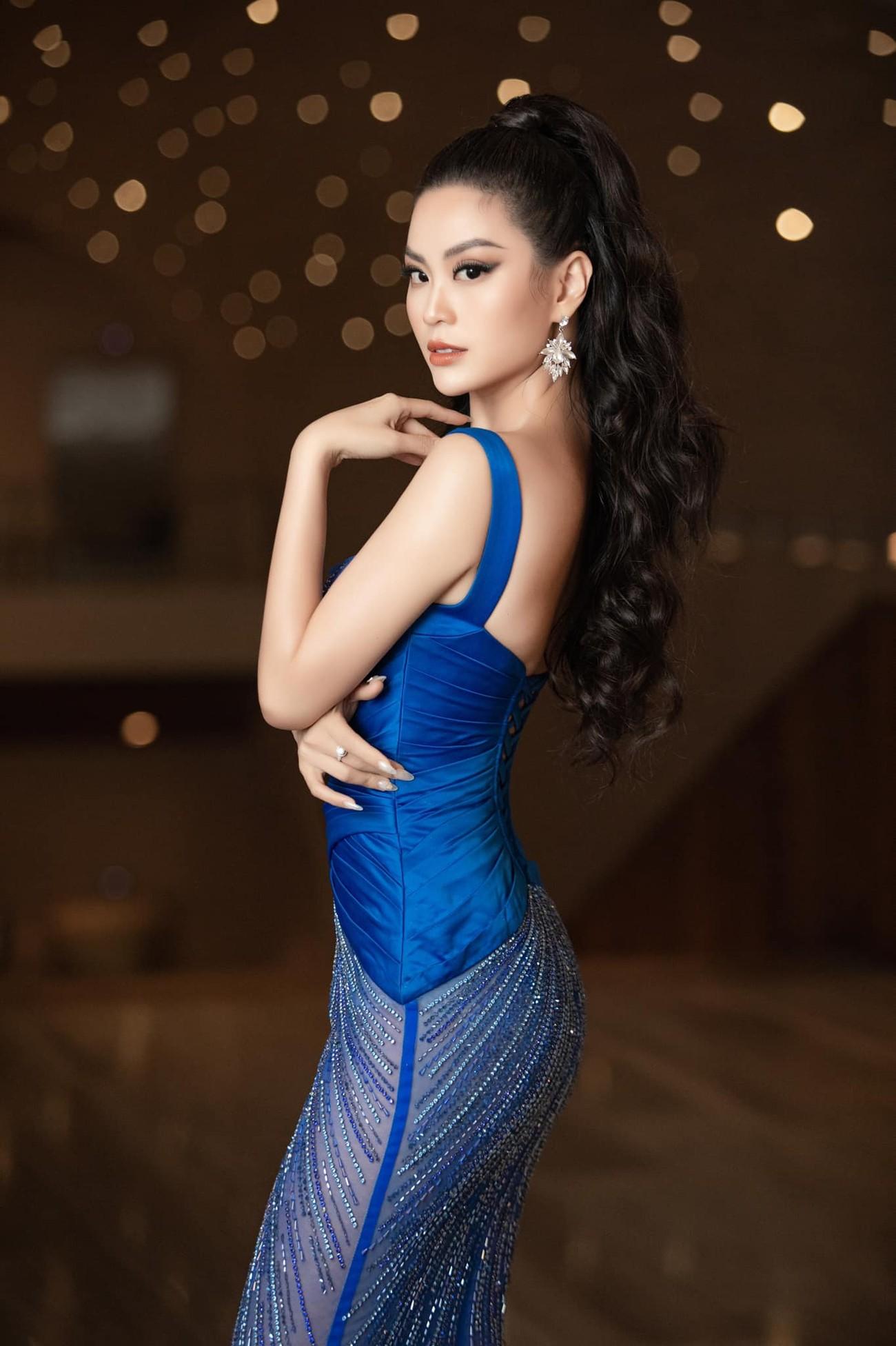 Minh Tú mặc váy xẻ ngực nóng bỏng, Hoàng Thuỳ khoe chân dài 'bất tận' ảnh 9