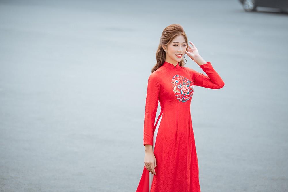 Nữ tiếp viên hàng không lọt Top 10 HHVN 2020 khoe nhan sắc rạng rỡ với áo dài Tết ảnh 5