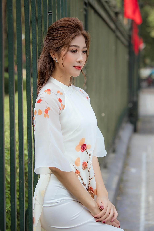 Nữ tiếp viên hàng không lọt Top 10 HHVN 2020 khoe nhan sắc rạng rỡ với áo dài Tết ảnh 12