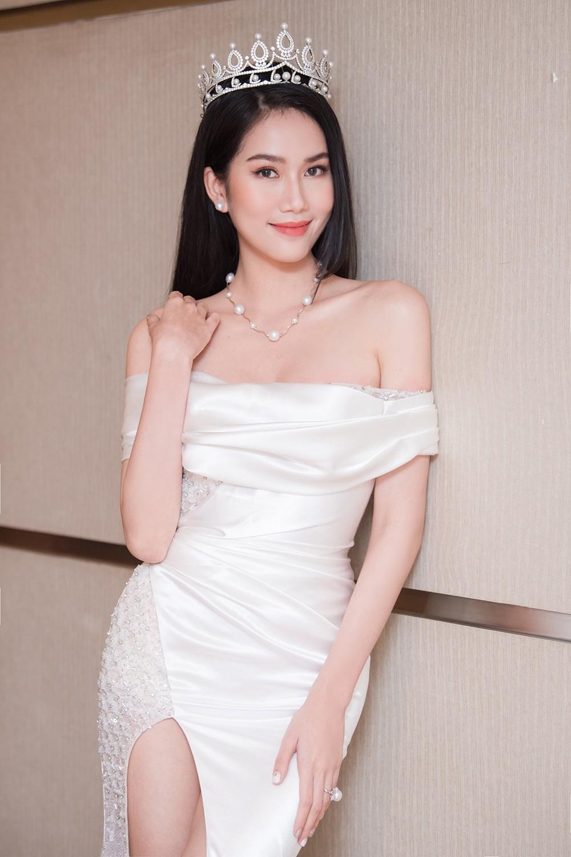 Top 3 Hoa hậu Việt Nam 2020 khoe vai trần quyến rũ 'gây thương nhớ' ảnh 8