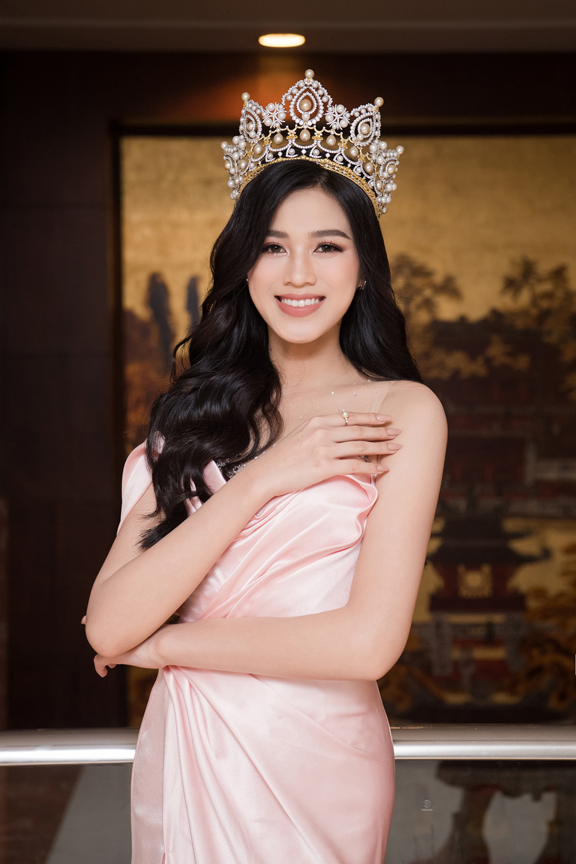 Top 3 Hoa hậu Việt Nam 2020 khoe vai trần quyến rũ 'gây thương nhớ' ảnh 3