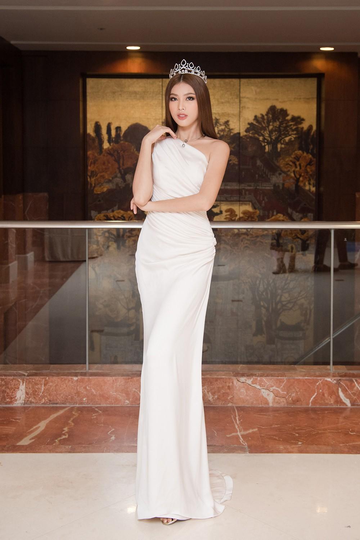 Top 3 Hoa hậu Việt Nam 2020 khoe vai trần quyến rũ 'gây thương nhớ' ảnh 10