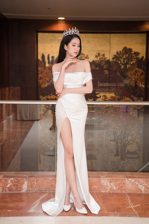 Top 3 Hoa hậu Việt Nam 2020 khoe vai trần quyến rũ 'gây thương nhớ' ảnh 11