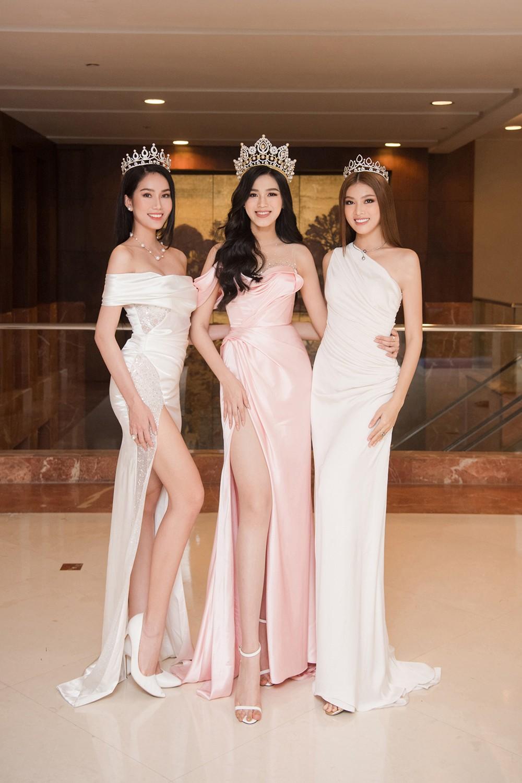 Top 3 Hoa hậu Việt Nam 2020 khoe vai trần quyến rũ 'gây thương nhớ' ảnh 1