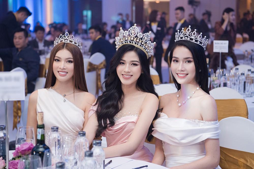 Top 3 Hoa hậu Việt Nam 2020 khoe vai trần quyến rũ 'gây thương nhớ' ảnh 13