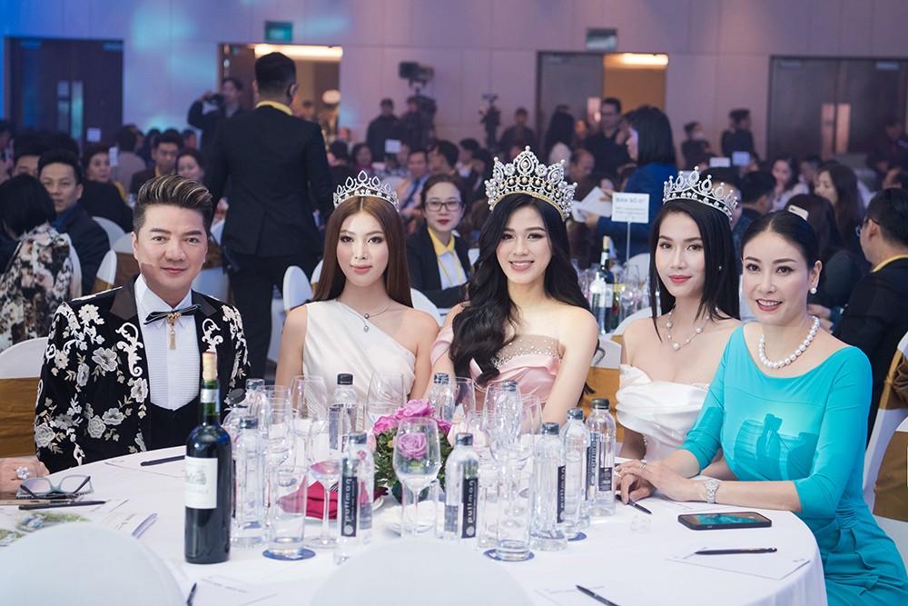 Top 3 Hoa hậu Việt Nam 2020 khoe vai trần quyến rũ 'gây thương nhớ' ảnh 15