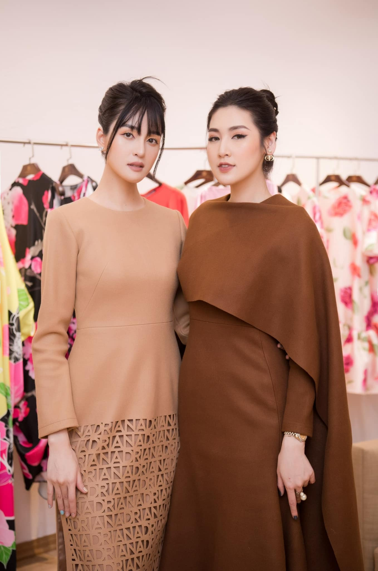 Hoa hậu Đỗ Thị Hà để mặt mộc vẫn đẹp rạng rỡ, H'hen Niê hoá 'nàng Xuân' với áo tứ thân ảnh 11