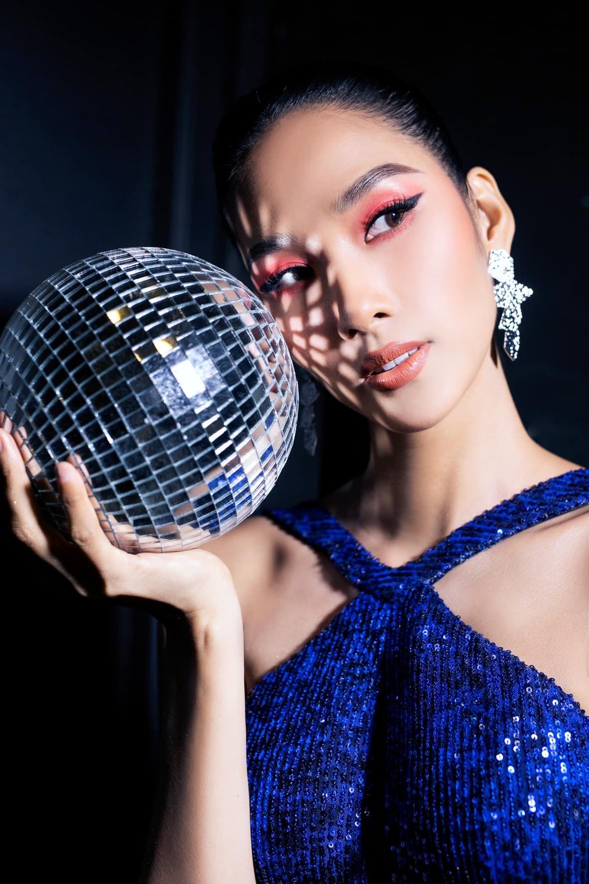 Hoa hậu Đỗ Thị Hà để mặt mộc vẫn đẹp rạng rỡ, H'hen Niê hoá 'nàng Xuân' với áo tứ thân ảnh 9