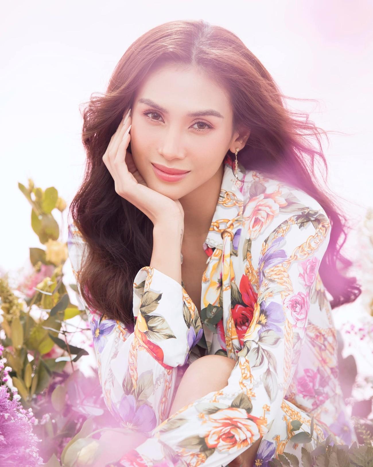 Hoa hậu Đỗ Thị Hà để mặt mộc vẫn đẹp rạng rỡ, H'hen Niê hoá 'nàng Xuân' với áo tứ thân ảnh 6
