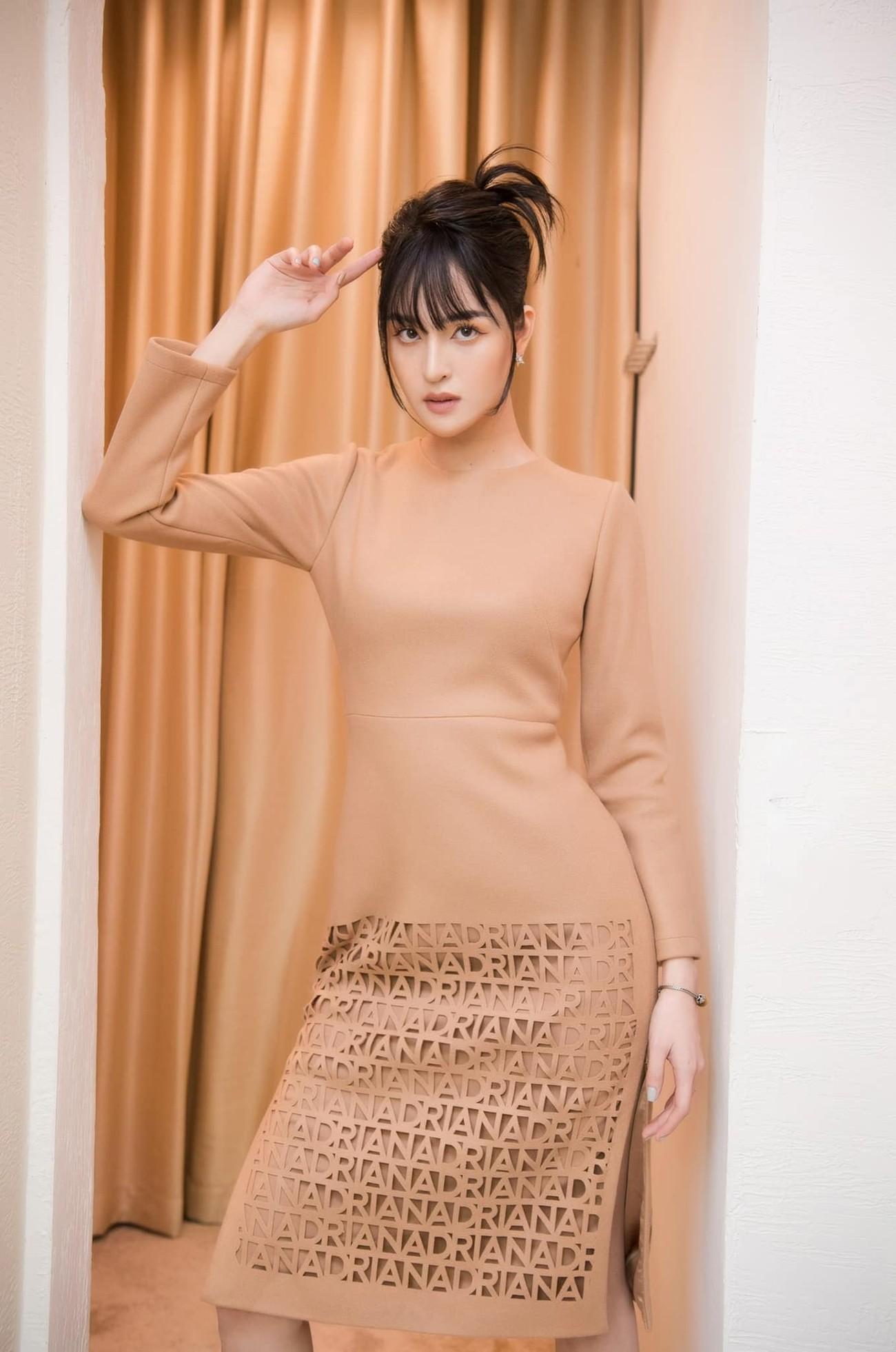 Hoa hậu Đỗ Thị Hà để mặt mộc vẫn đẹp rạng rỡ, H'hen Niê hoá 'nàng Xuân' với áo tứ thân ảnh 10