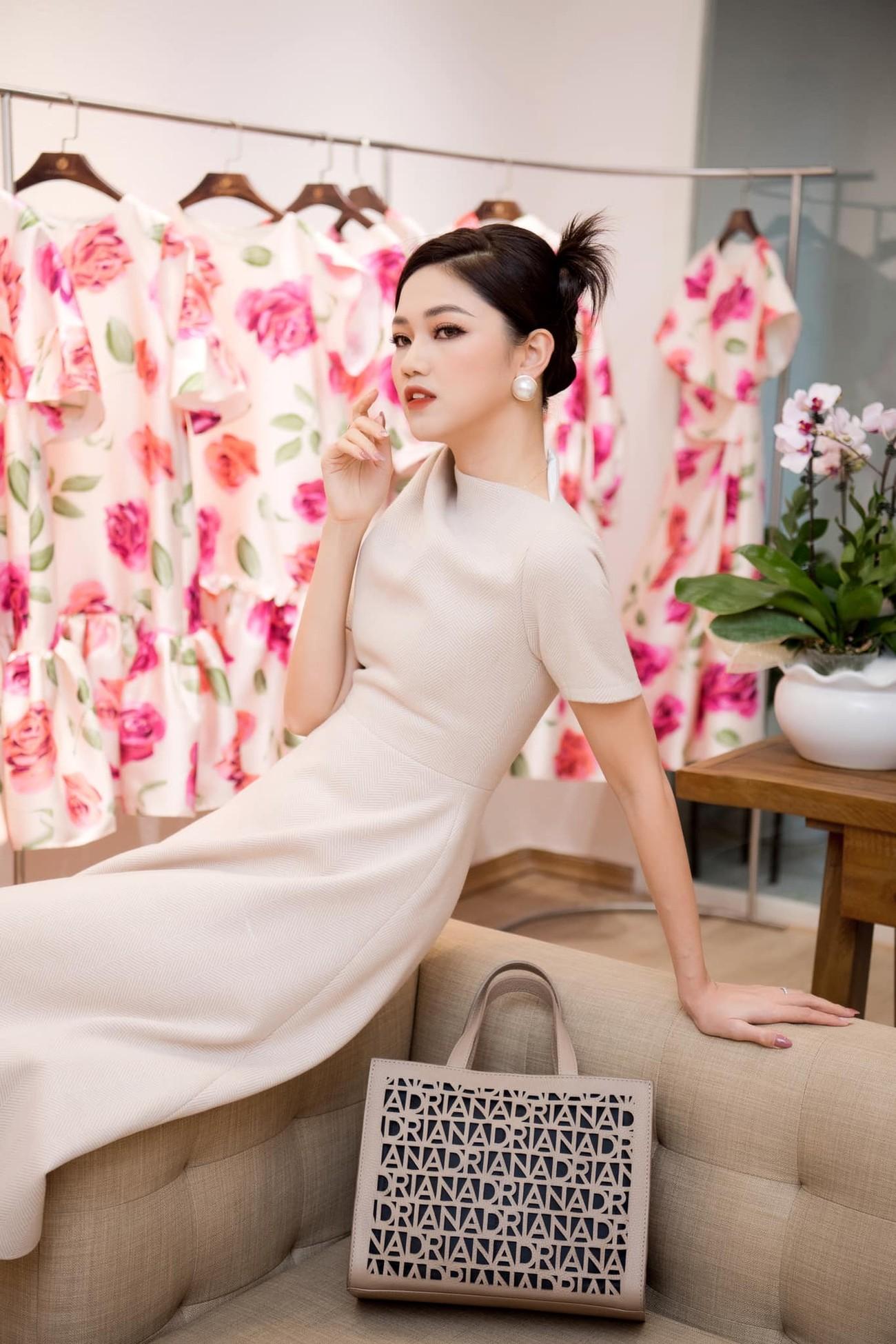 Hoa hậu Đỗ Thị Hà để mặt mộc vẫn đẹp rạng rỡ, H'hen Niê hoá 'nàng Xuân' với áo tứ thân ảnh 12