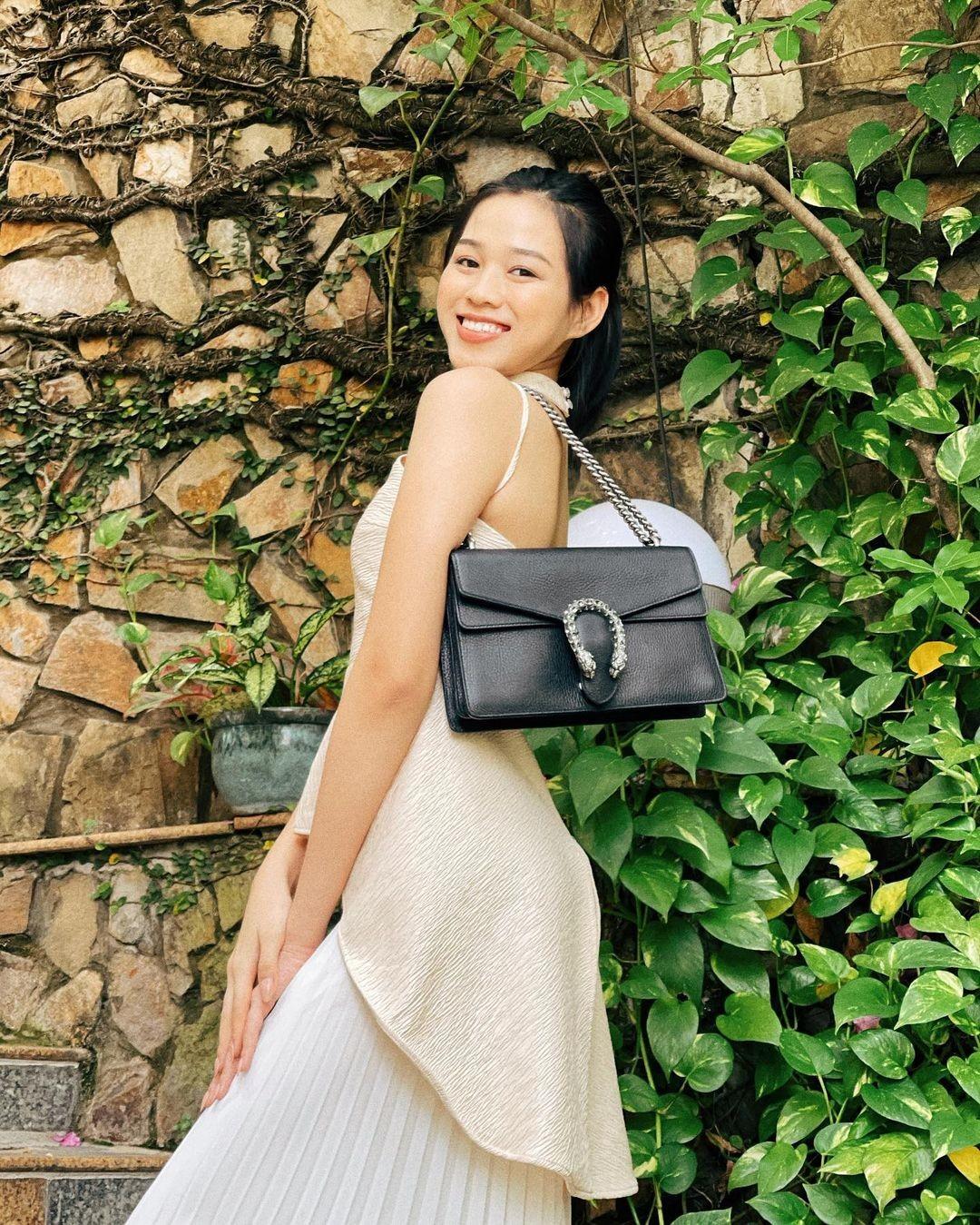 Hoa hậu Đỗ Thị Hà để mặt mộc vẫn đẹp rạng rỡ, H'hen Niê hoá 'nàng Xuân' với áo tứ thân ảnh 1
