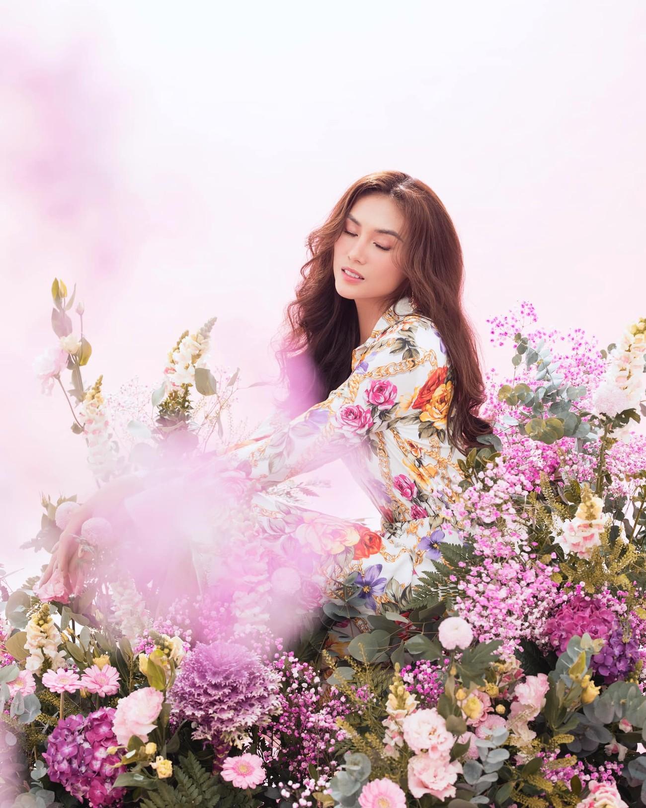 Hoa hậu Đỗ Thị Hà để mặt mộc vẫn đẹp rạng rỡ, H'hen Niê hoá 'nàng Xuân' với áo tứ thân ảnh 5