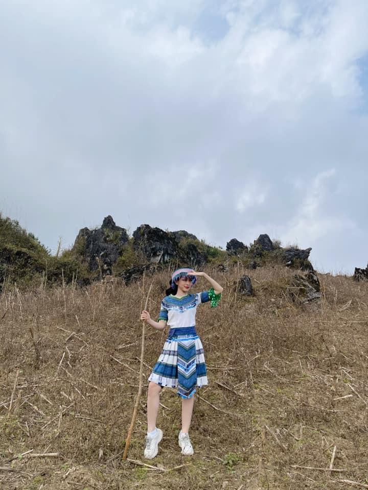 Hoa hậu Đỗ Thị Hà để mặt mộc vẫn đẹp rạng rỡ, H'hen Niê hoá 'nàng Xuân' với áo tứ thân ảnh 15