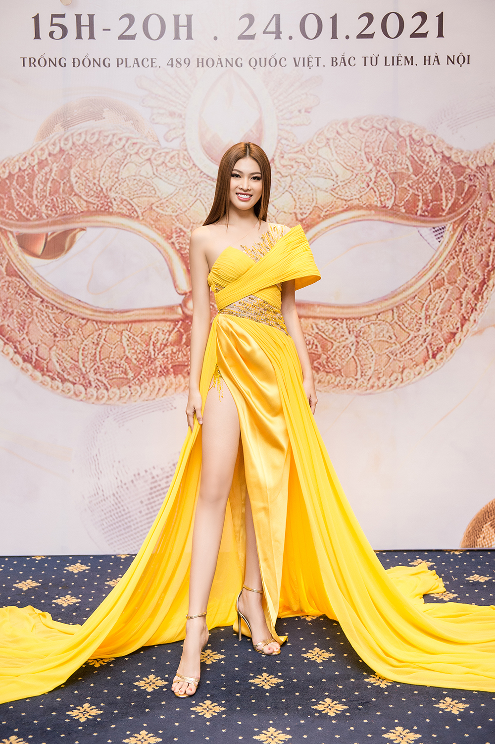 Á hậu Ngọc Thảo diện váy vàng rực khoe chân dài 1m11 cùng trình catwalk 'đỉnh cao' ảnh 1