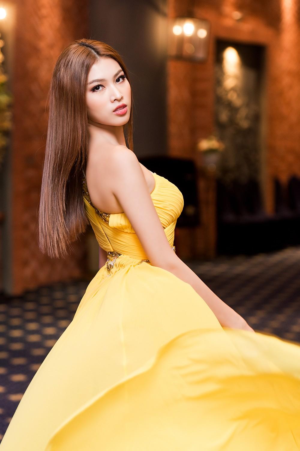 Á hậu Ngọc Thảo diện váy vàng rực khoe chân dài 1m11 cùng trình catwalk 'đỉnh cao' ảnh 6