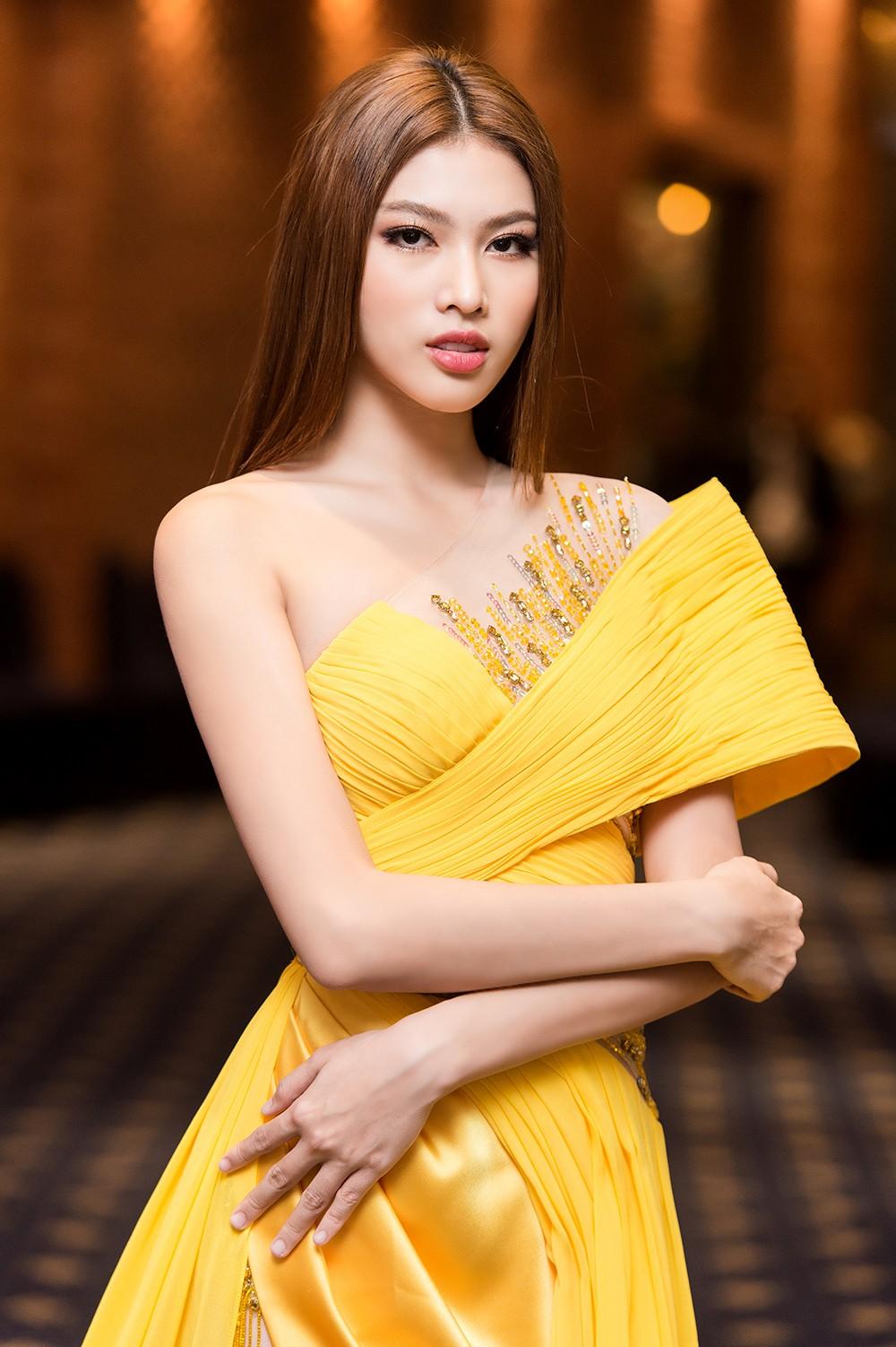 Á hậu Ngọc Thảo diện váy vàng rực khoe chân dài 1m11 cùng trình catwalk 'đỉnh cao' ảnh 7