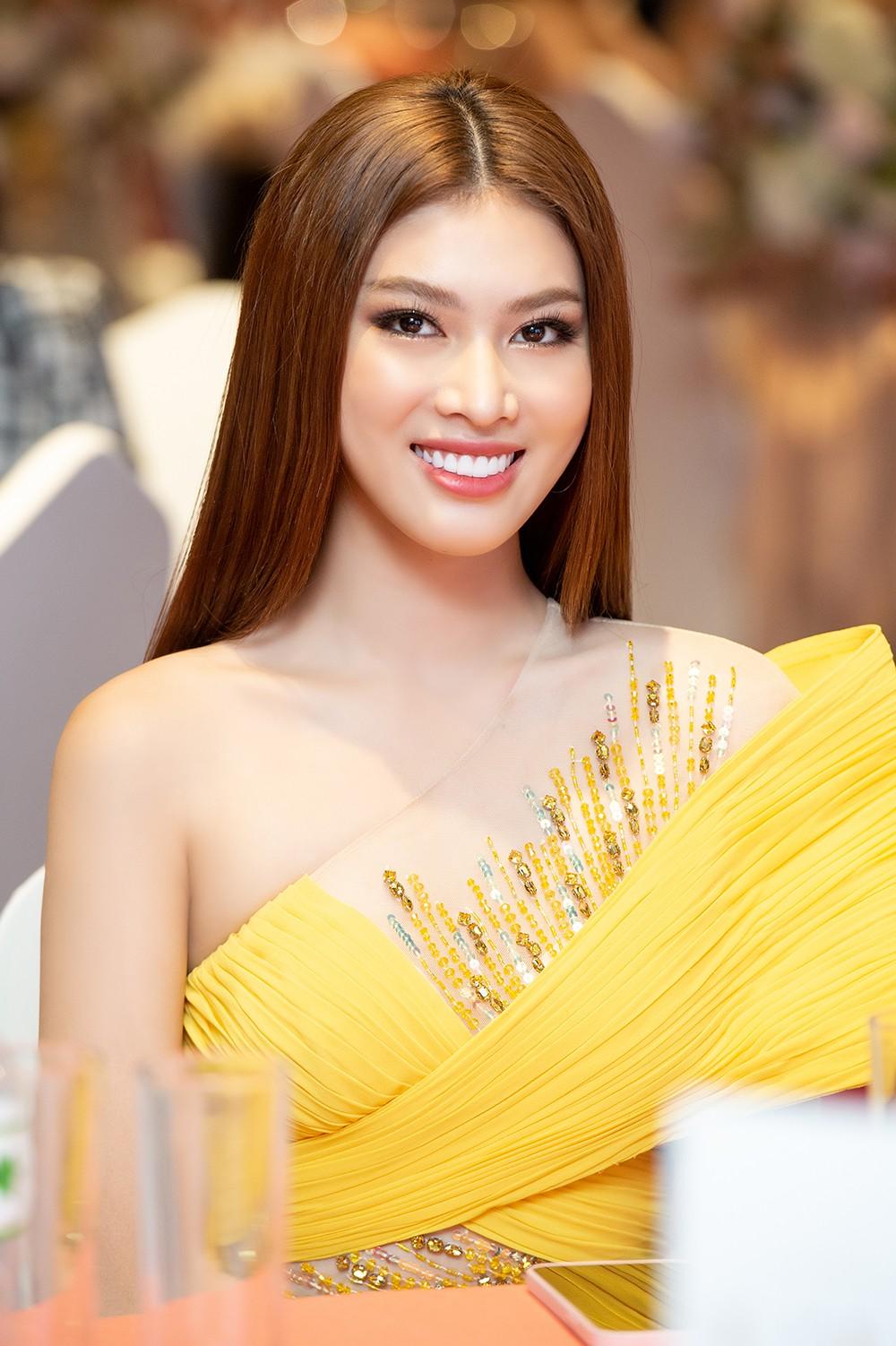 Á hậu Ngọc Thảo diện váy vàng rực khoe chân dài 1m11 cùng trình catwalk 'đỉnh cao' ảnh 8