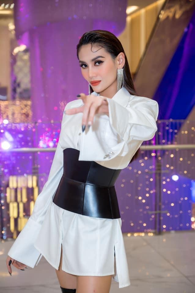 Hoa hậu Đỗ Thị Hà xinh đẹp nền nã với áo dài, H'Hen Niê hoá búp bê barbie nóng bỏng ảnh 7
