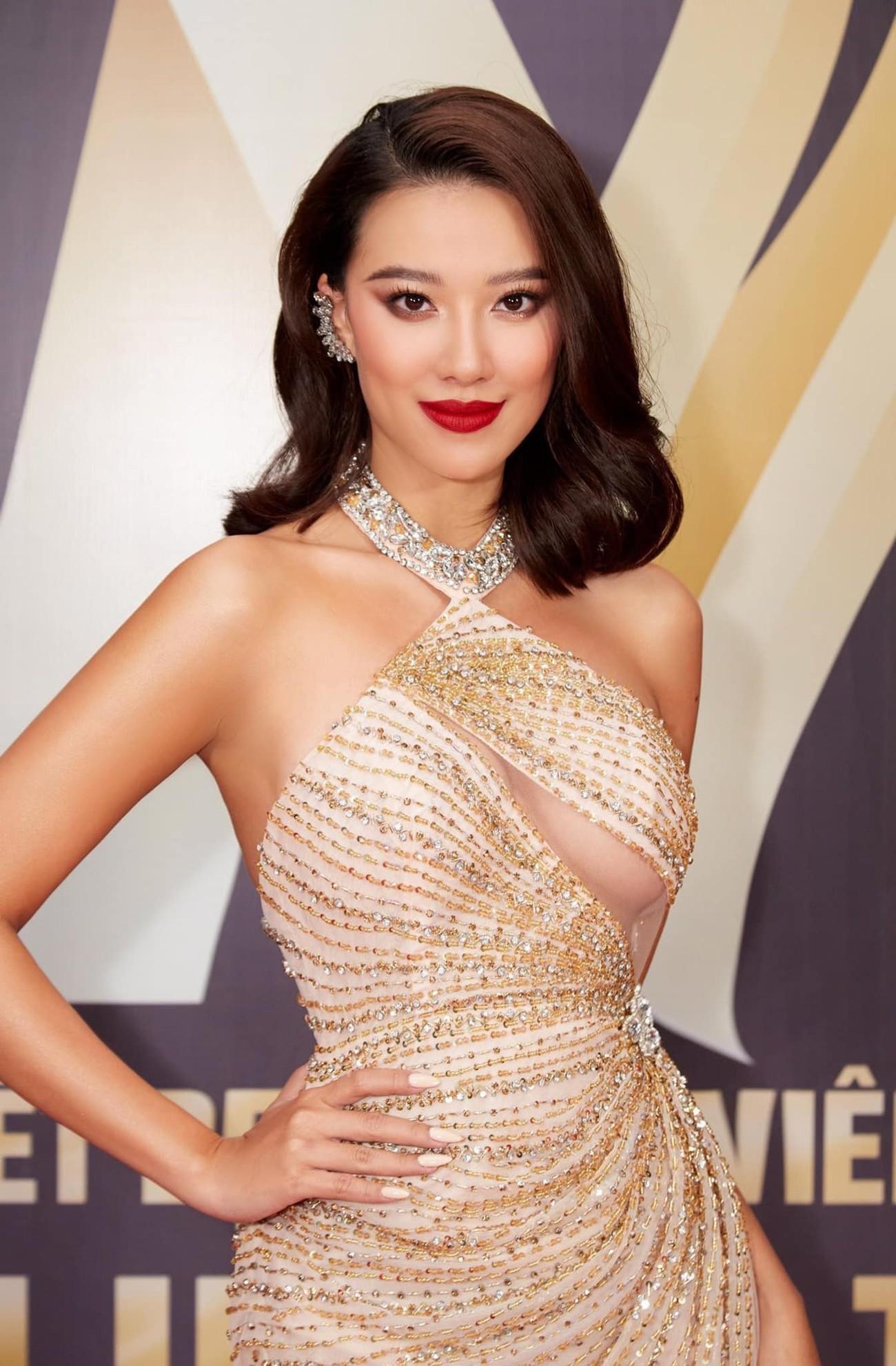 Hoa hậu Đỗ Thị Hà xinh đẹp nền nã với áo dài, H'Hen Niê hoá búp bê barbie nóng bỏng ảnh 9