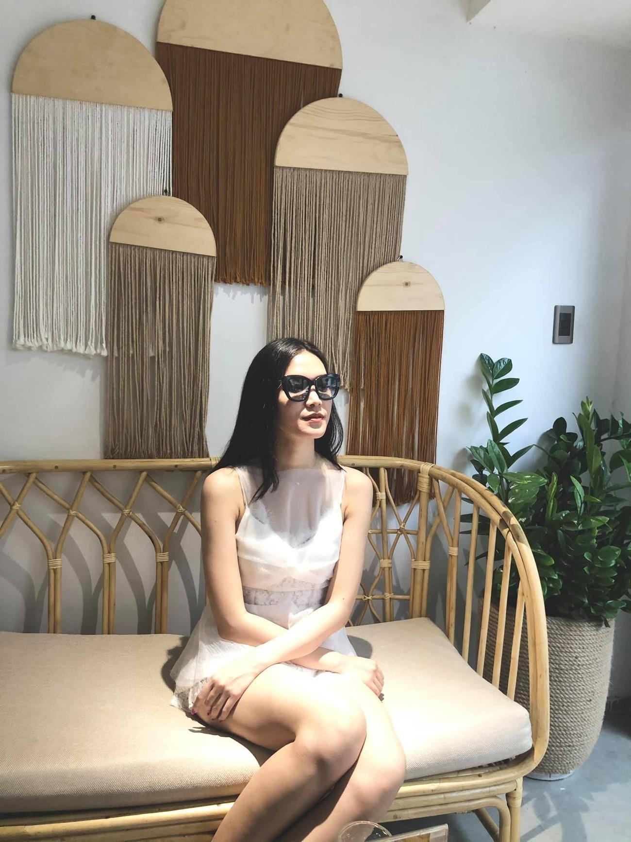 Hoa hậu Đỗ Thị Hà xinh đẹp nền nã với áo dài, H'Hen Niê hoá búp bê barbie nóng bỏng ảnh 14