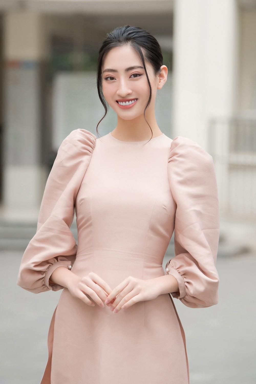 Đọ sắc với áo dài Tết, Hoa hậu Đỗ Thị Hà và Lương Thùy Linh đẹp 'một chín một mười' ảnh 7