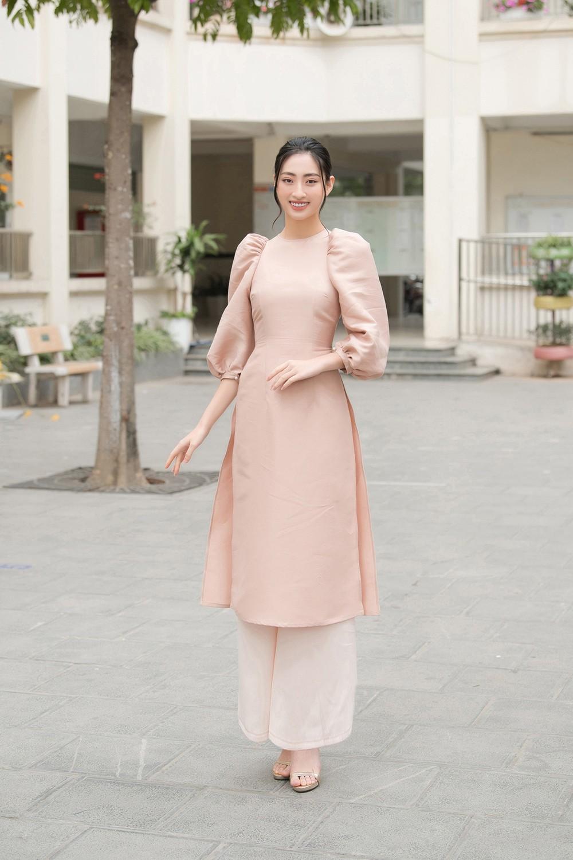 Đọ sắc với áo dài Tết, Hoa hậu Đỗ Thị Hà và Lương Thùy Linh đẹp 'một chín một mười' ảnh 5