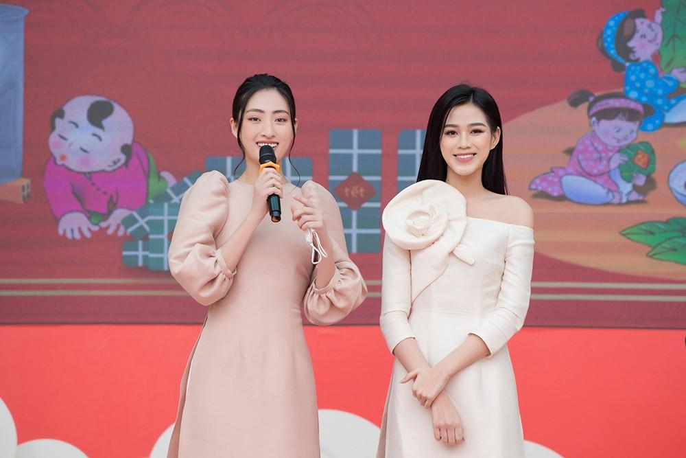 Đọ sắc với áo dài Tết, Hoa hậu Đỗ Thị Hà và Lương Thùy Linh đẹp 'một chín một mười' ảnh 8