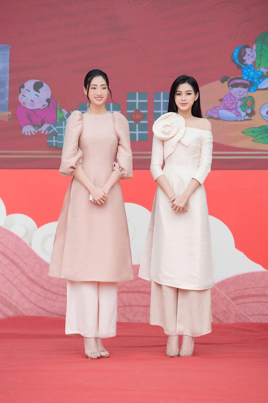 Đọ sắc với áo dài Tết, Hoa hậu Đỗ Thị Hà và Lương Thùy Linh đẹp 'một chín một mười' ảnh 9