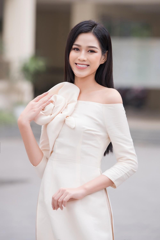 Đọ sắc với áo dài Tết, Hoa hậu Đỗ Thị Hà và Lương Thùy Linh đẹp 'một chín một mười' ảnh 3