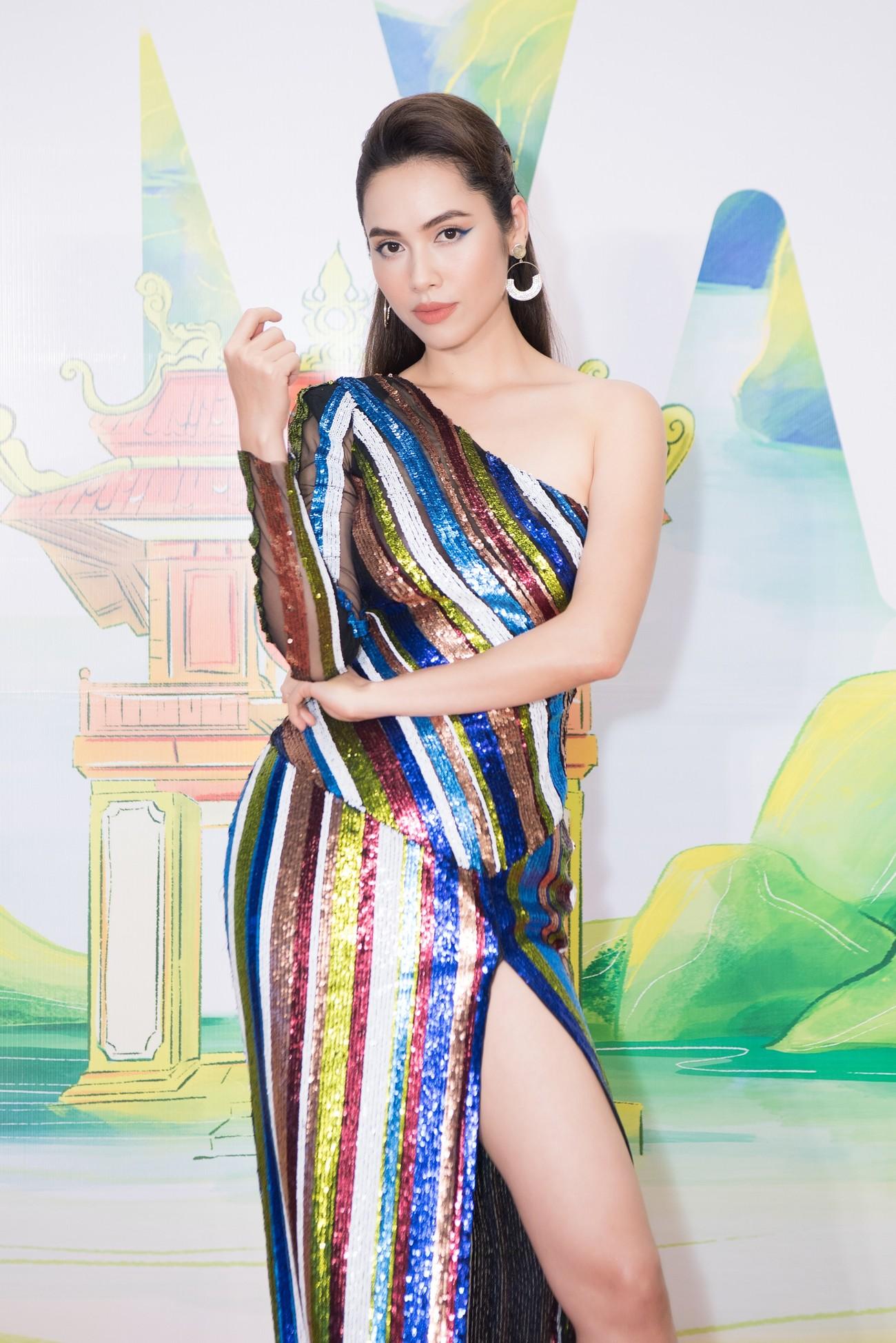 Khánh Vân, Võ Hoàng Yến, Hoàng My diện váy xẻ bạo khoe chân dài nóng bỏng ảnh 3