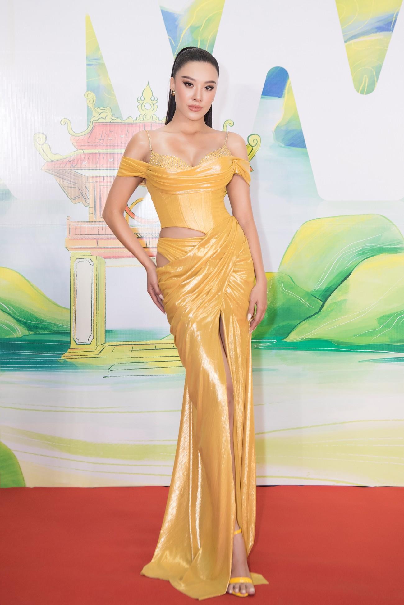 Khánh Vân, Võ Hoàng Yến, Hoàng My diện váy xẻ bạo khoe chân dài nóng bỏng ảnh 6