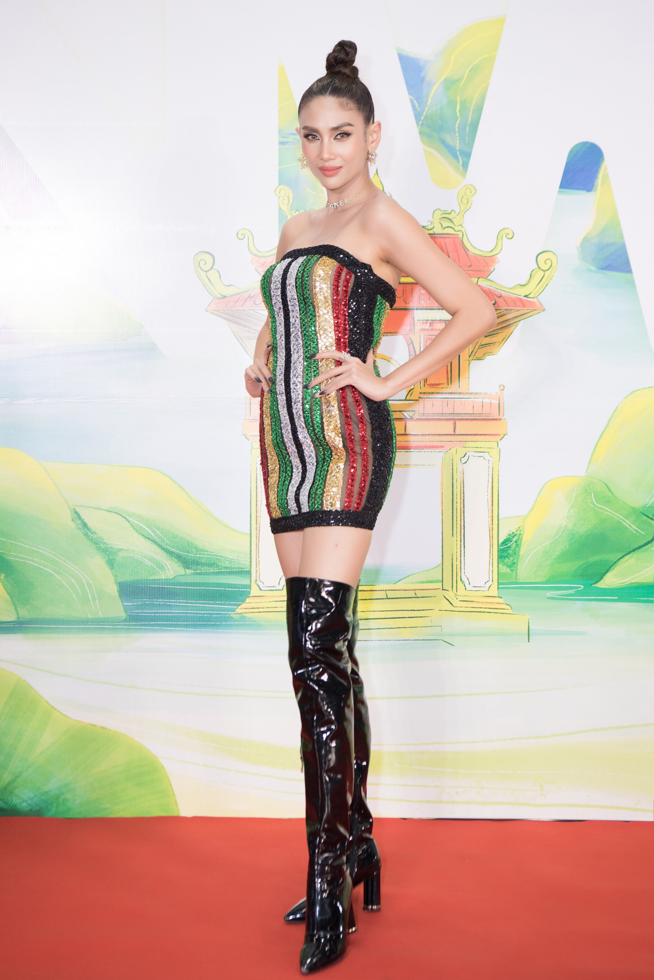 Khánh Vân, Võ Hoàng Yến, Hoàng My diện váy xẻ bạo khoe chân dài nóng bỏng ảnh 4