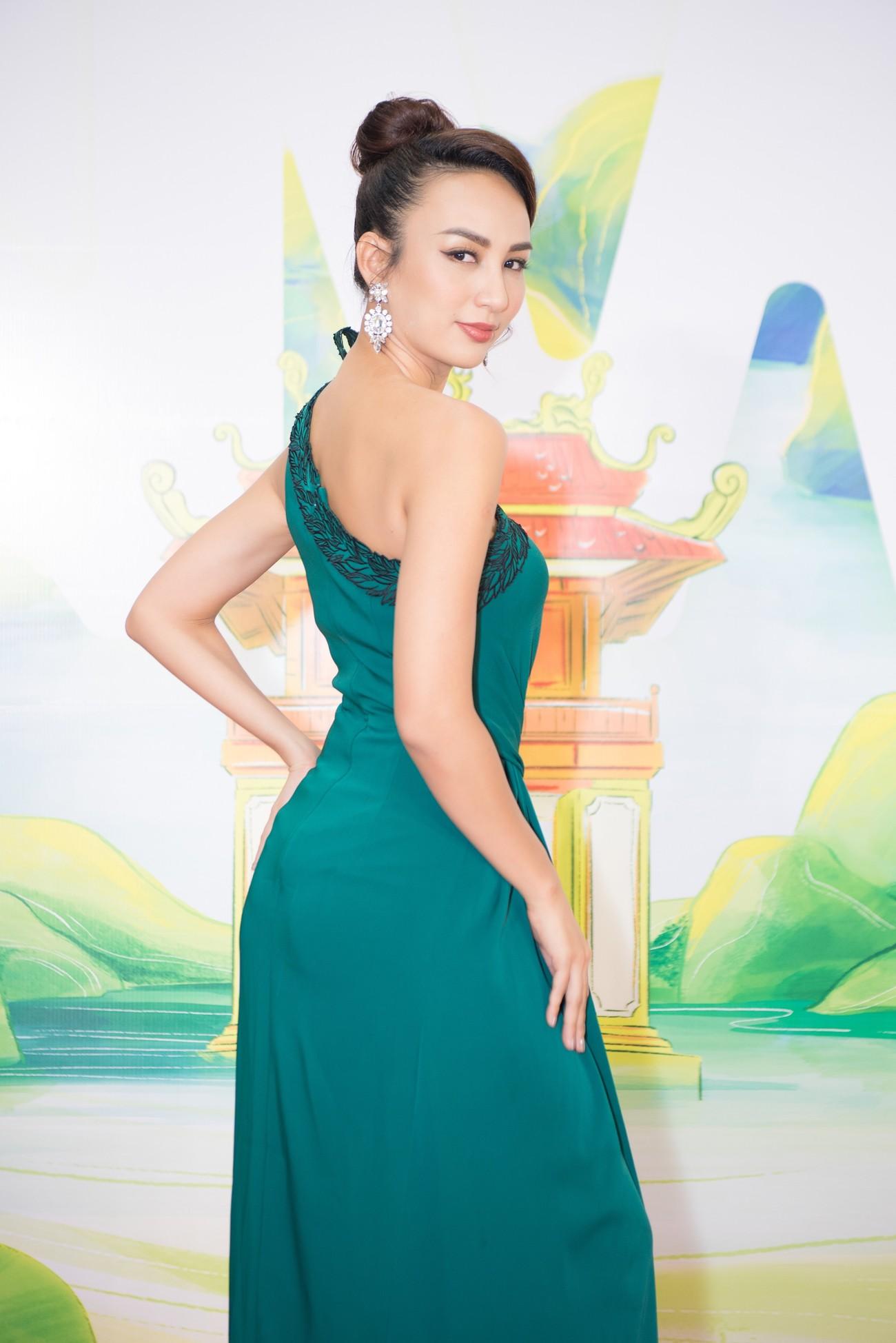 Khánh Vân, Võ Hoàng Yến, Hoàng My diện váy xẻ bạo khoe chân dài nóng bỏng ảnh 16