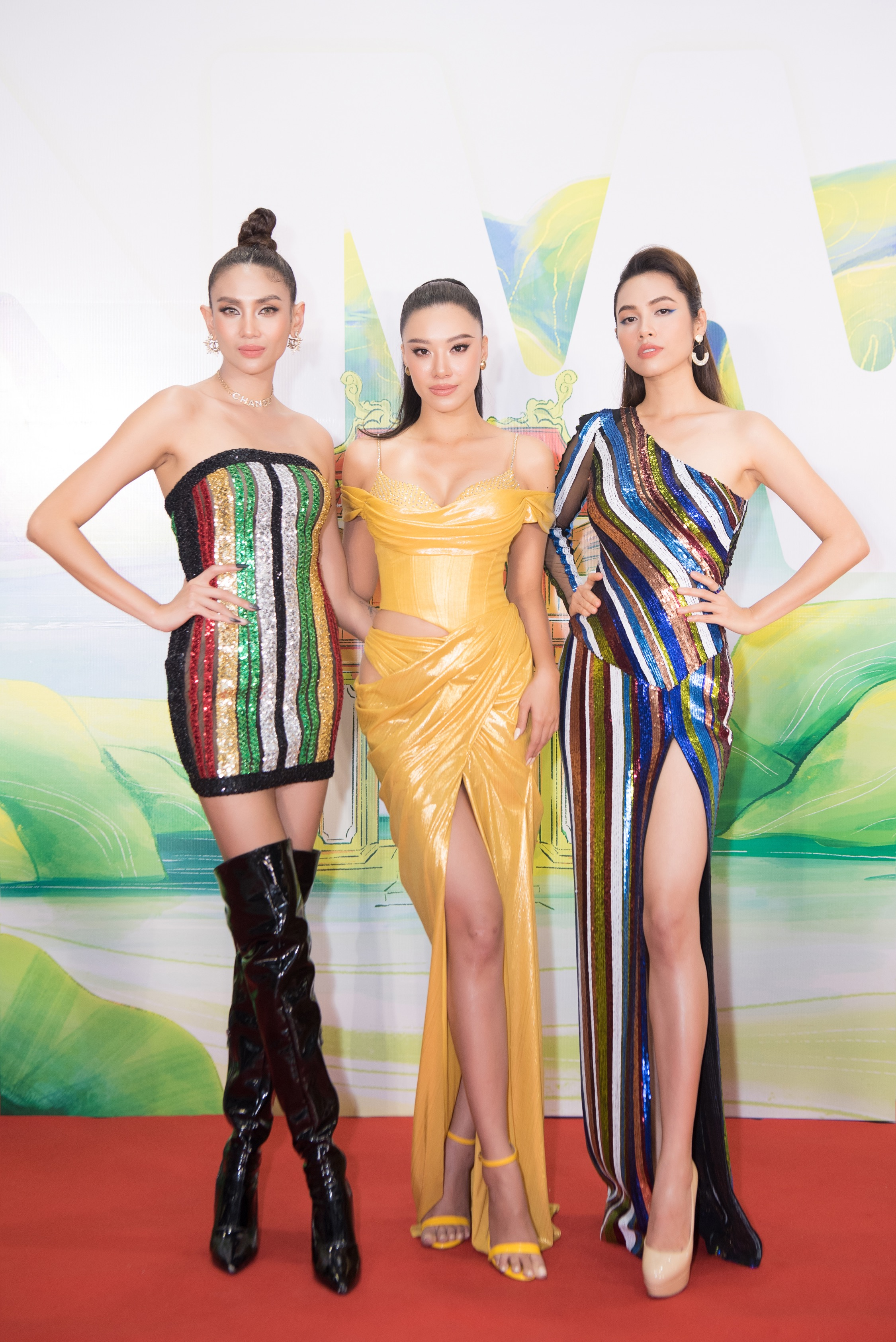 Khánh Vân, Võ Hoàng Yến, Hoàng My diện váy xẻ bạo khoe chân dài nóng bỏng ảnh 1