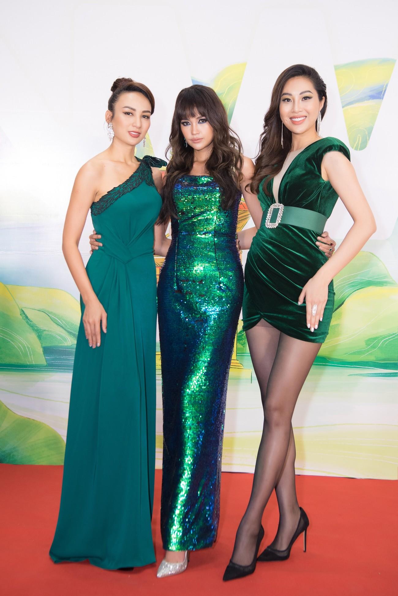 Khánh Vân, Võ Hoàng Yến, Hoàng My diện váy xẻ bạo khoe chân dài nóng bỏng ảnh 15