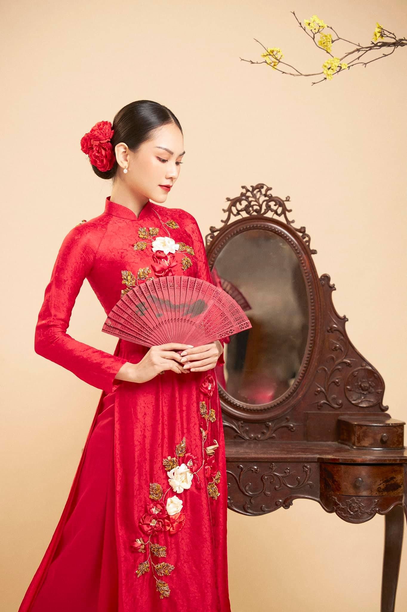 Dàn người đẹp của HHVN 2020 khoe nhan sắc đẹp hút hồn với áo dài Tết ảnh 9