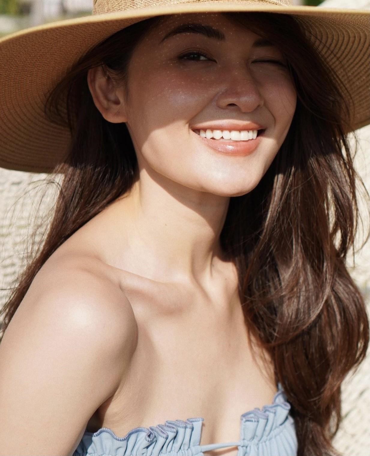 Á hậu Thuỳ Dung nóng bỏng với bikini trên biển, Đào Thị Hà mặc áo trễ nải quyến rũ ảnh 4