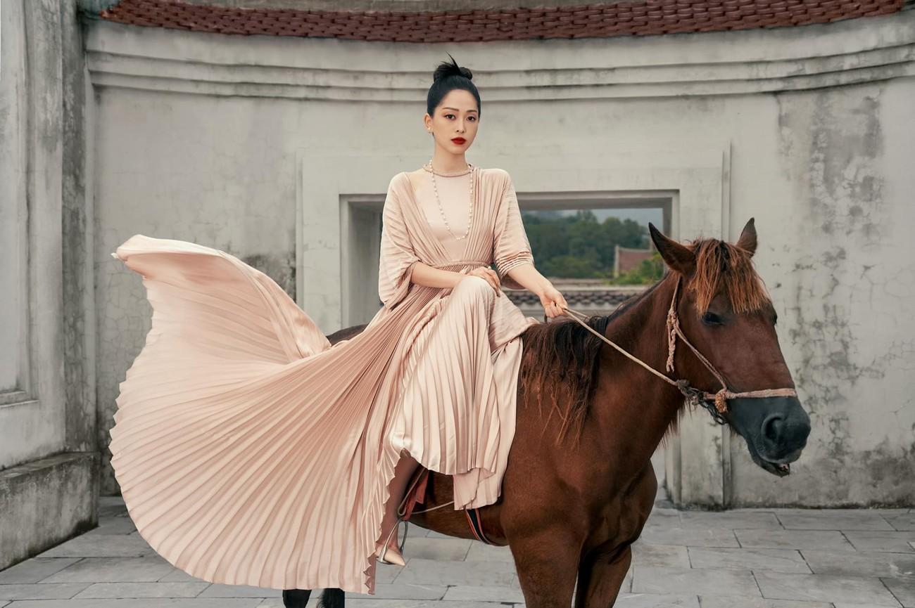 Á hậu Phương Anh khoe eo thon quyến rũ, Huyền My xinh đẹp trên phố với áo dài Tết đỏ rực ảnh 5