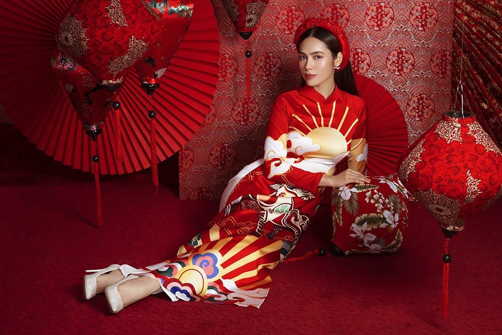Á hậu Hoàng My tái xuất xinh đẹp với áo dài Tết, đọ sắc bên Khánh Vân - Kim Duyên ảnh 2