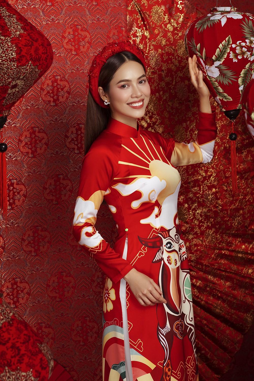 Á hậu Hoàng My tái xuất xinh đẹp với áo dài Tết, đọ sắc bên Khánh Vân - Kim Duyên ảnh 3