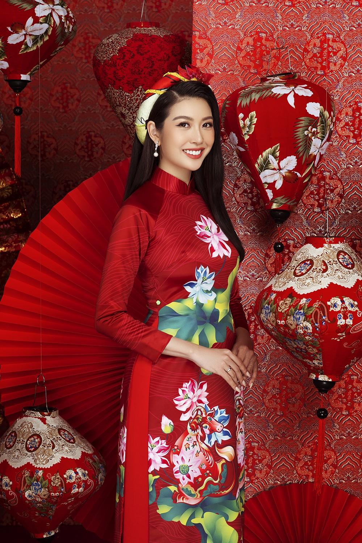 Á hậu Hoàng My tái xuất xinh đẹp với áo dài Tết, đọ sắc bên Khánh Vân - Kim Duyên ảnh 10