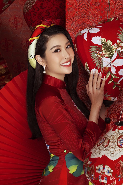 Á hậu Hoàng My tái xuất xinh đẹp với áo dài Tết, đọ sắc bên Khánh Vân - Kim Duyên ảnh 9