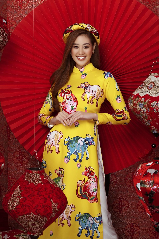 Á hậu Hoàng My tái xuất xinh đẹp với áo dài Tết, đọ sắc bên Khánh Vân - Kim Duyên ảnh 6
