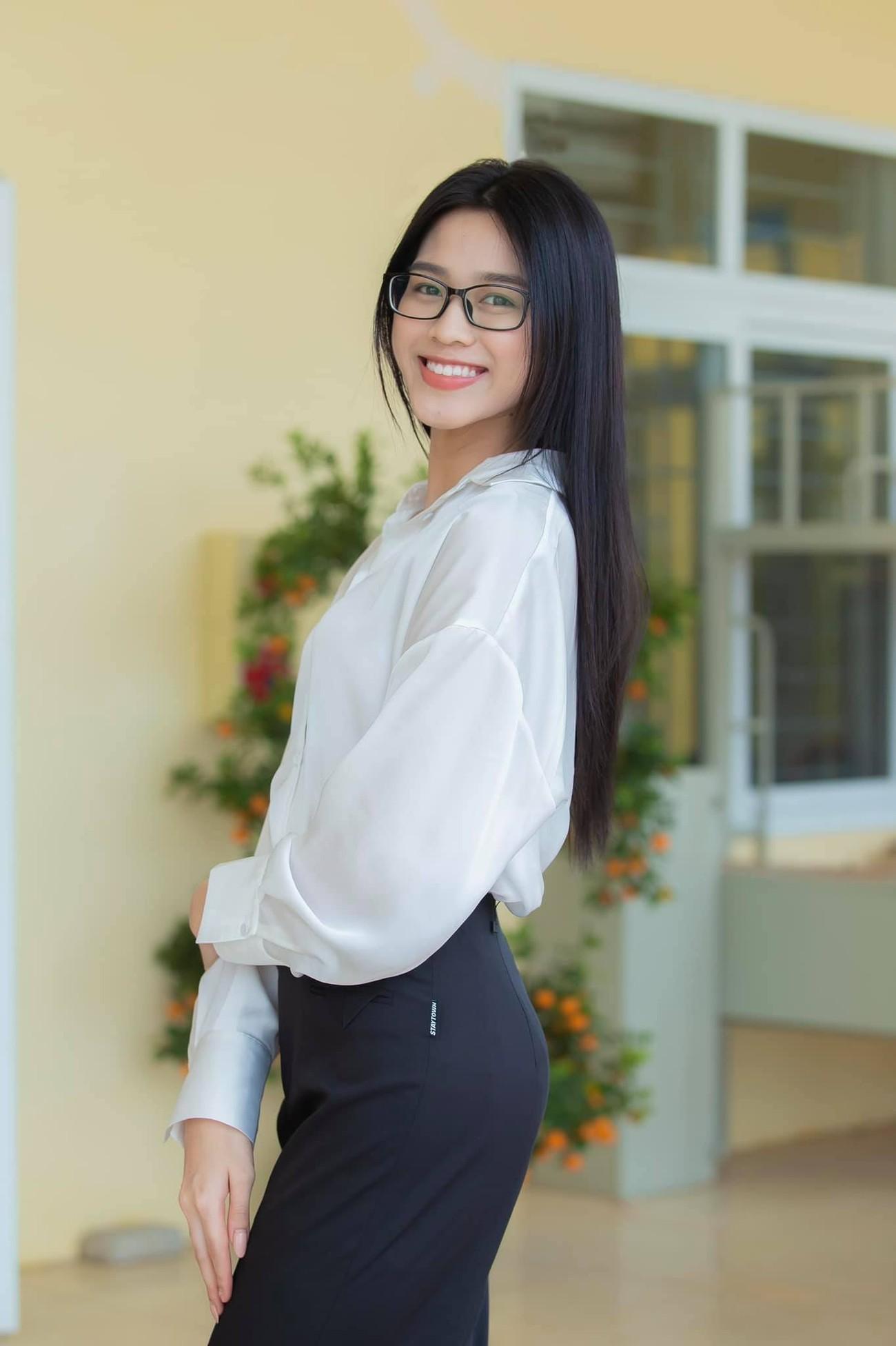 Đỗ Thị Hà, Lương Thuỳ Linh mặc giản dị vẫn đẹp rạng rỡ trong chuyến từ thiện cuối cùng của năm ảnh 1