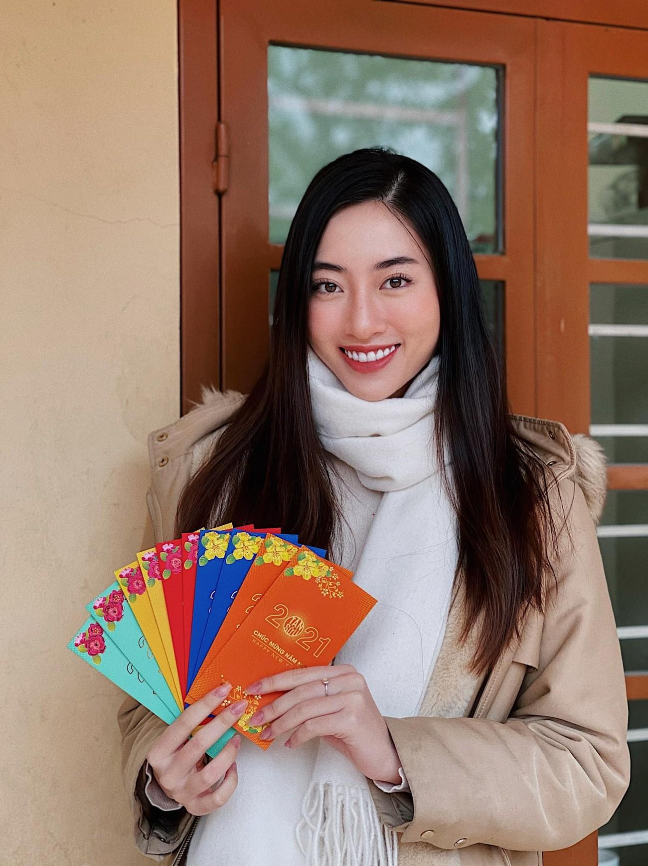 Đỗ Thị Hà, Lương Thuỳ Linh mặc giản dị vẫn đẹp rạng rỡ trong chuyến từ thiện cuối cùng của năm ảnh 6