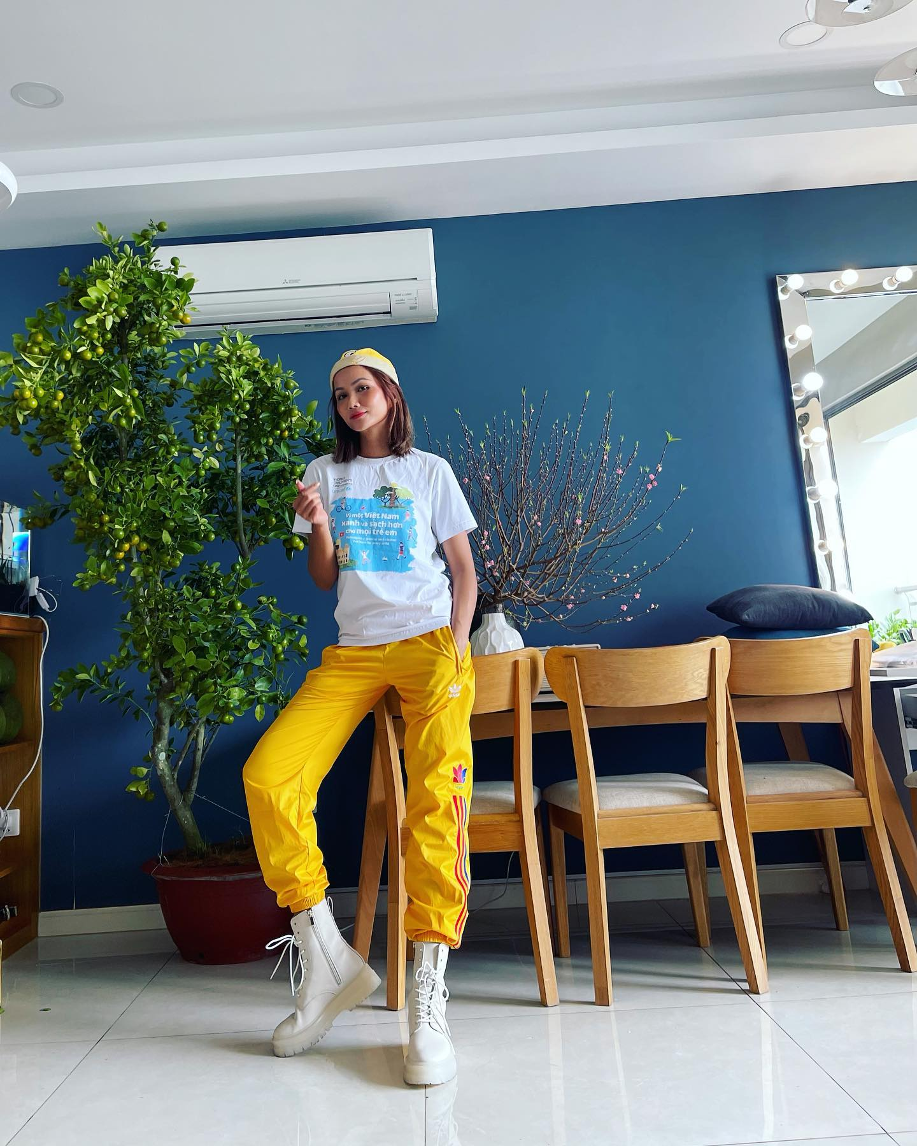 Đỗ Thị Hà, Lương Thuỳ Linh mặc giản dị vẫn đẹp rạng rỡ trong chuyến từ thiện cuối cùng của năm ảnh 11