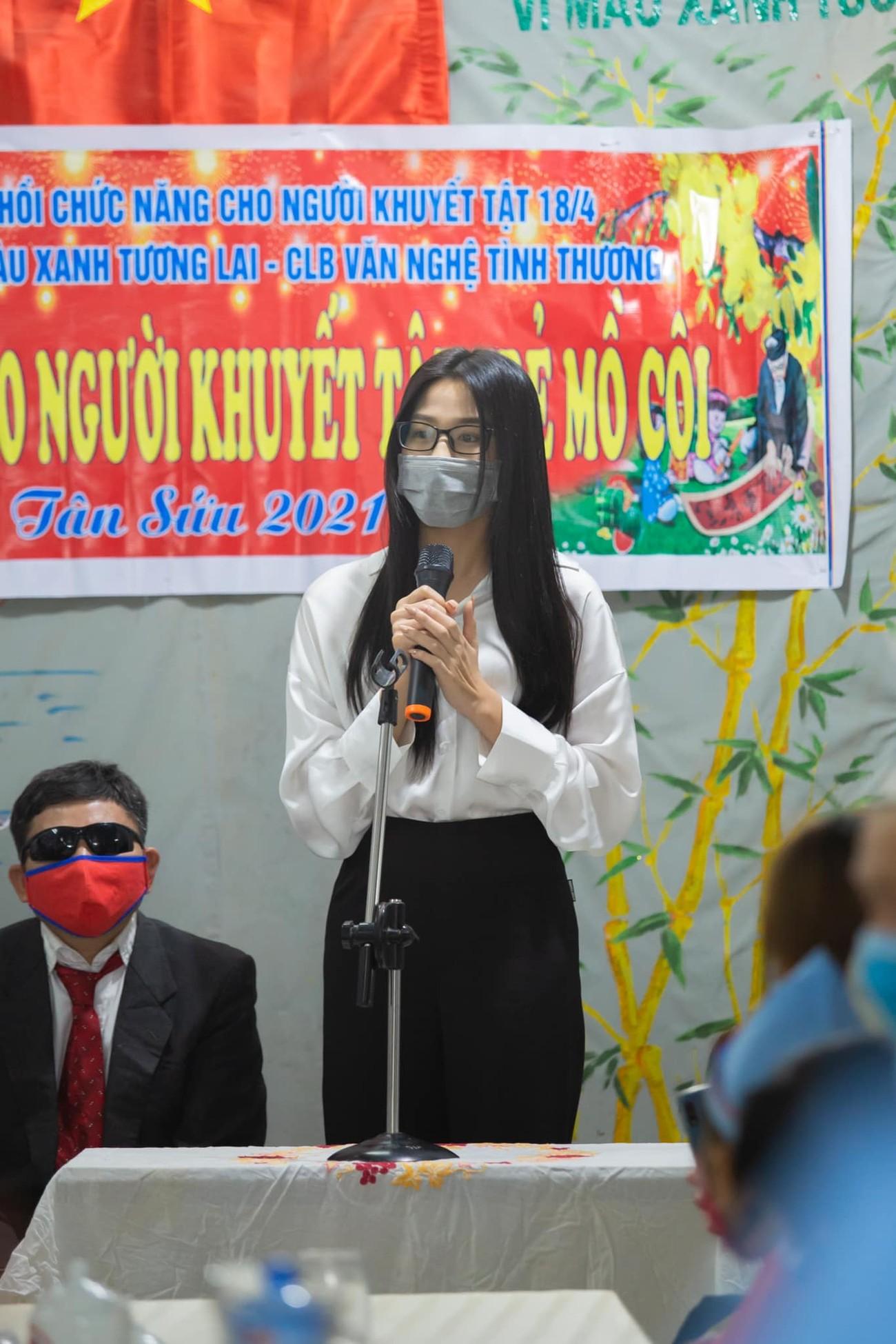 Đỗ Thị Hà, Lương Thuỳ Linh mặc giản dị vẫn đẹp rạng rỡ trong chuyến từ thiện cuối cùng của năm ảnh 4