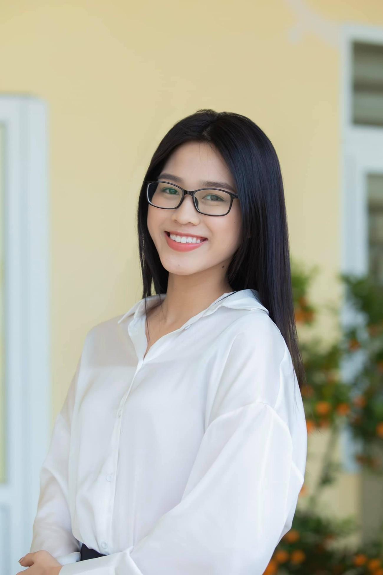 Đỗ Thị Hà, Lương Thuỳ Linh mặc giản dị vẫn đẹp rạng rỡ trong chuyến từ thiện cuối cùng của năm ảnh 2